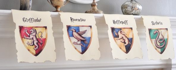 Free Printable Hogwarts house banners here: Gryffindor ...