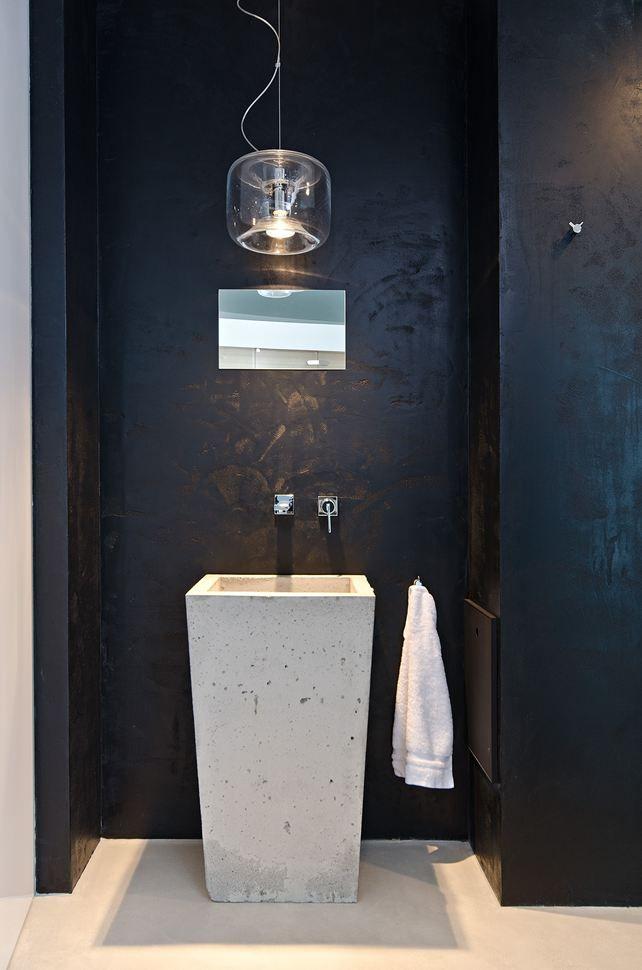 Ba o peque o con lavabo de suelo grifos de pared paredes - Banos con paredes pintadas ...