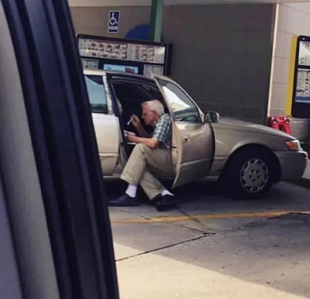 An elderly man sitting outside his car spoon feeding his wife ice cream⠀ ----------------------------- ⠀  #awww #lovedogs #animallovers #like #catsofinstagram #instapuppy #naturephotography #lovepuppies #eyes #giraffes #petsofinstagram #bird #animales #beautiful #dogsitting #wildlifephotography #photo #animalphotography #kitten #wild #bhfyp #birds #catlover