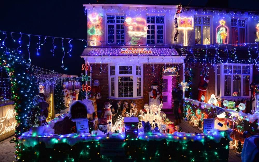 Christmas lights on display in Byron Road, New Milton, Hampshire - Christmas Lights On Display In Byron Road, New Milton, Hampshire