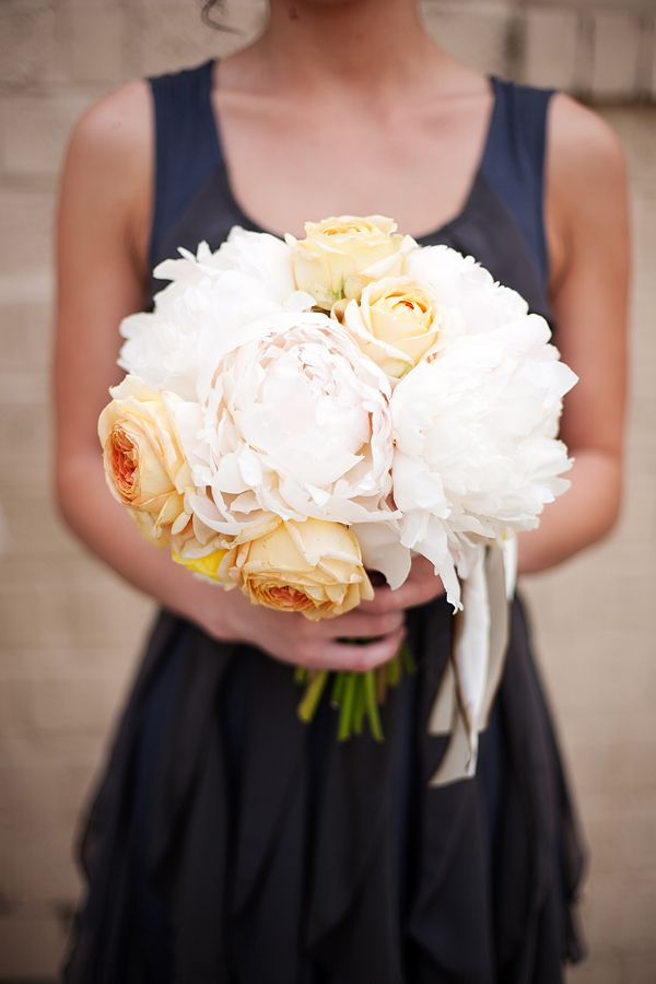 dark blue + Peach. love the bouquet. perfect way to use an accent color.