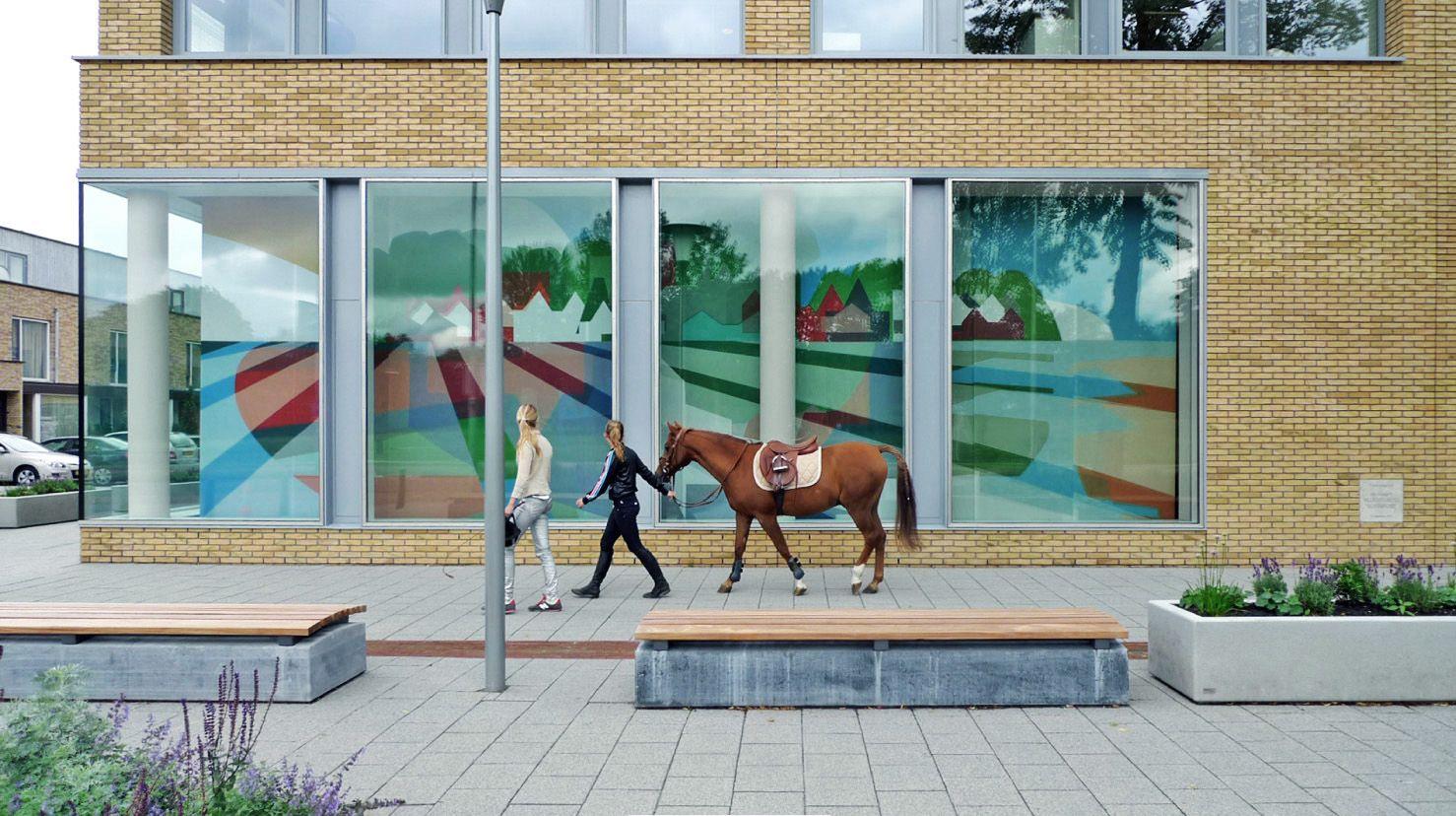 Printtapijt levert prachtige paneelgordijnen die zelfs tweezijdig bedrukt zijn! Het resultaat is te bekijken bij Deelgemeente Hillegersberg-Schiebroek in Rotterdam