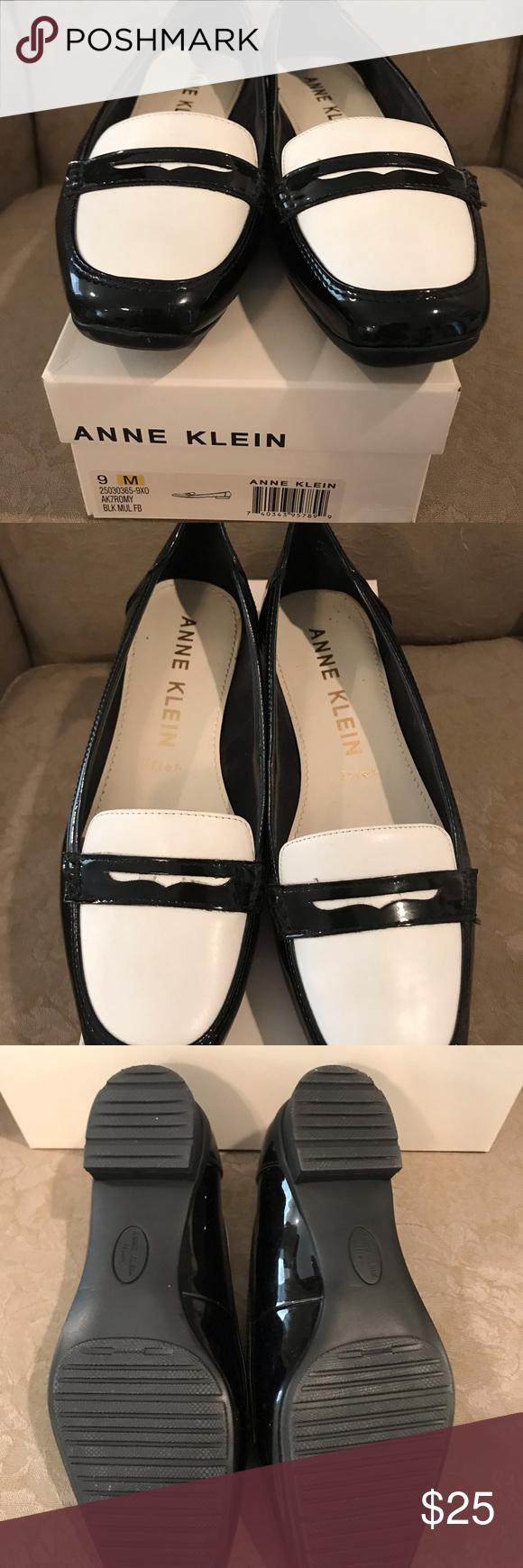 Anne Klein Size 9 Black Patent Loafer