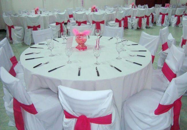 Mesas y sillas 39 vestidas 39 para la fiesta tables and for Silla quinceanera