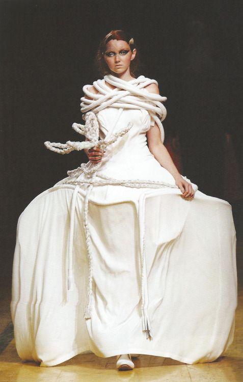 Lily Cole for Yohji Yamamoto, S/S 2006, Paris RTW