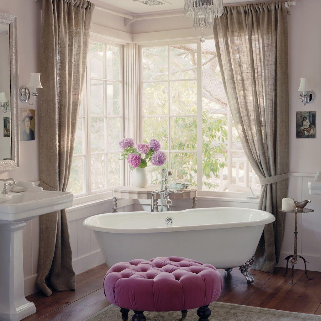 elegant antique bathroom with bold pink ottomon bathroom f rd szoba pinterest b der und. Black Bedroom Furniture Sets. Home Design Ideas