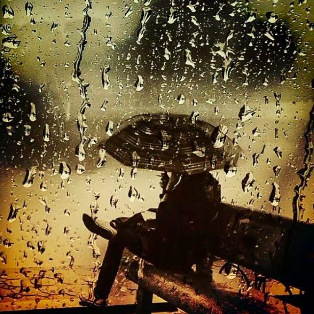 senja jatuh bersama hujan keindahan terpaku di ujung kenang
