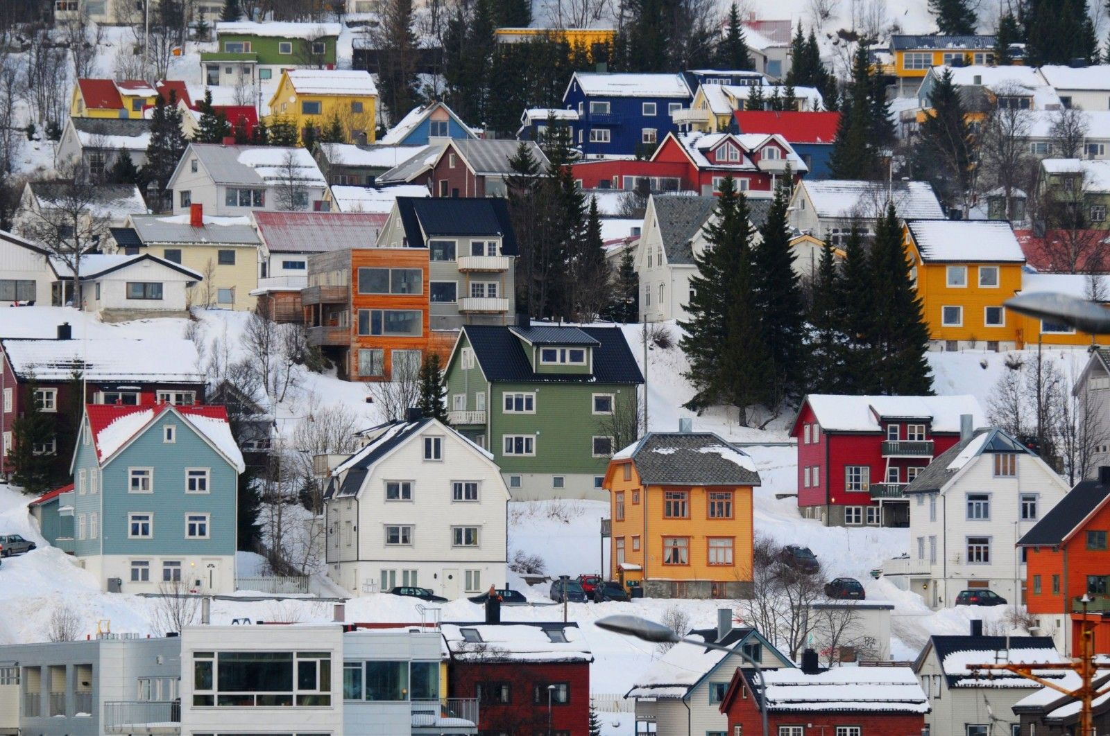 the-norwegian-colorful-houses-on-hillsides-in-tromso-Norway-1600x1062.jpg (1600×1062)