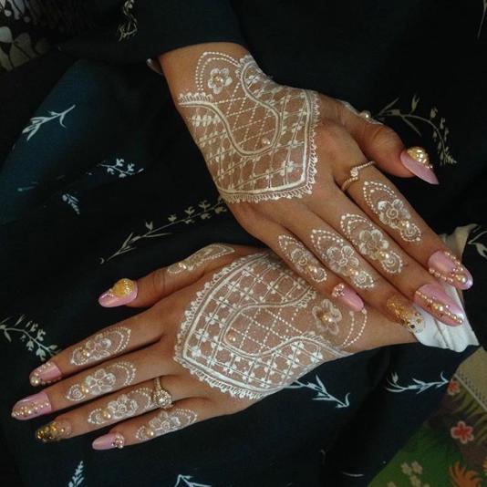 Pin oleh Febiwee di Henna art Henna