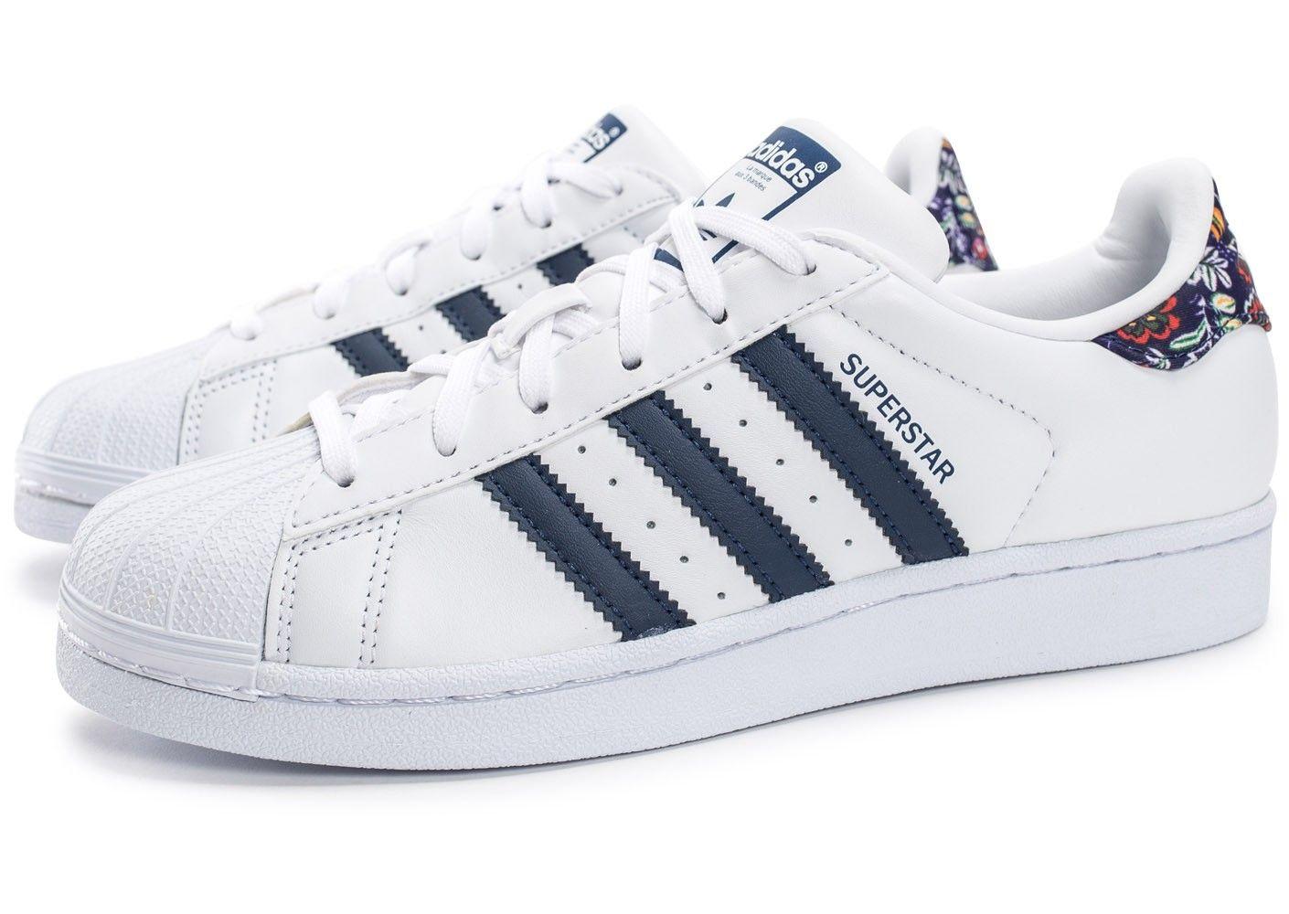 photos officielles c9c5c 9d15d Chaussures adidas Superstar Farm Company blanche et bleu ...