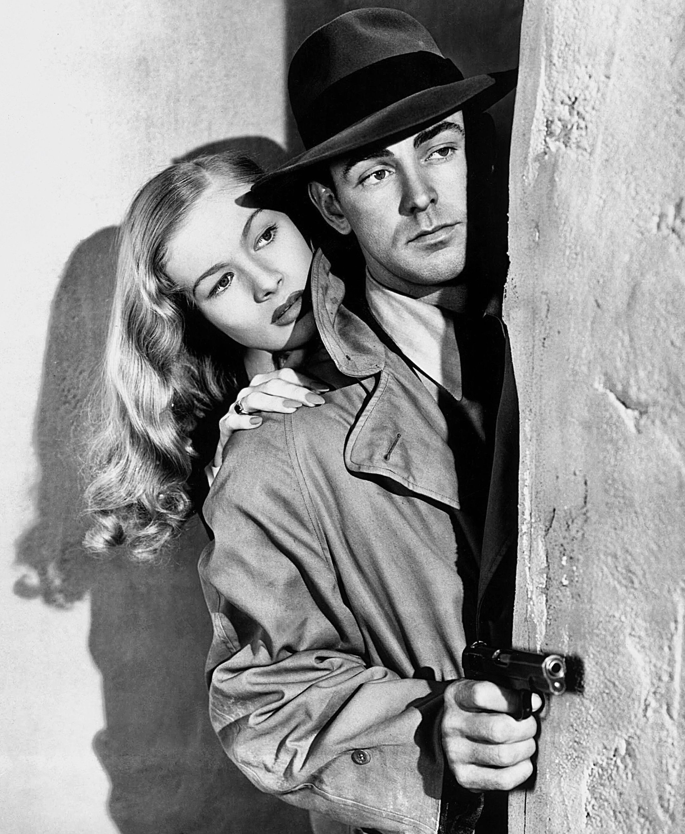 Veronica Lake & Alan Ladd - This Gun for Hire (1942) #hollywoodgoldenage