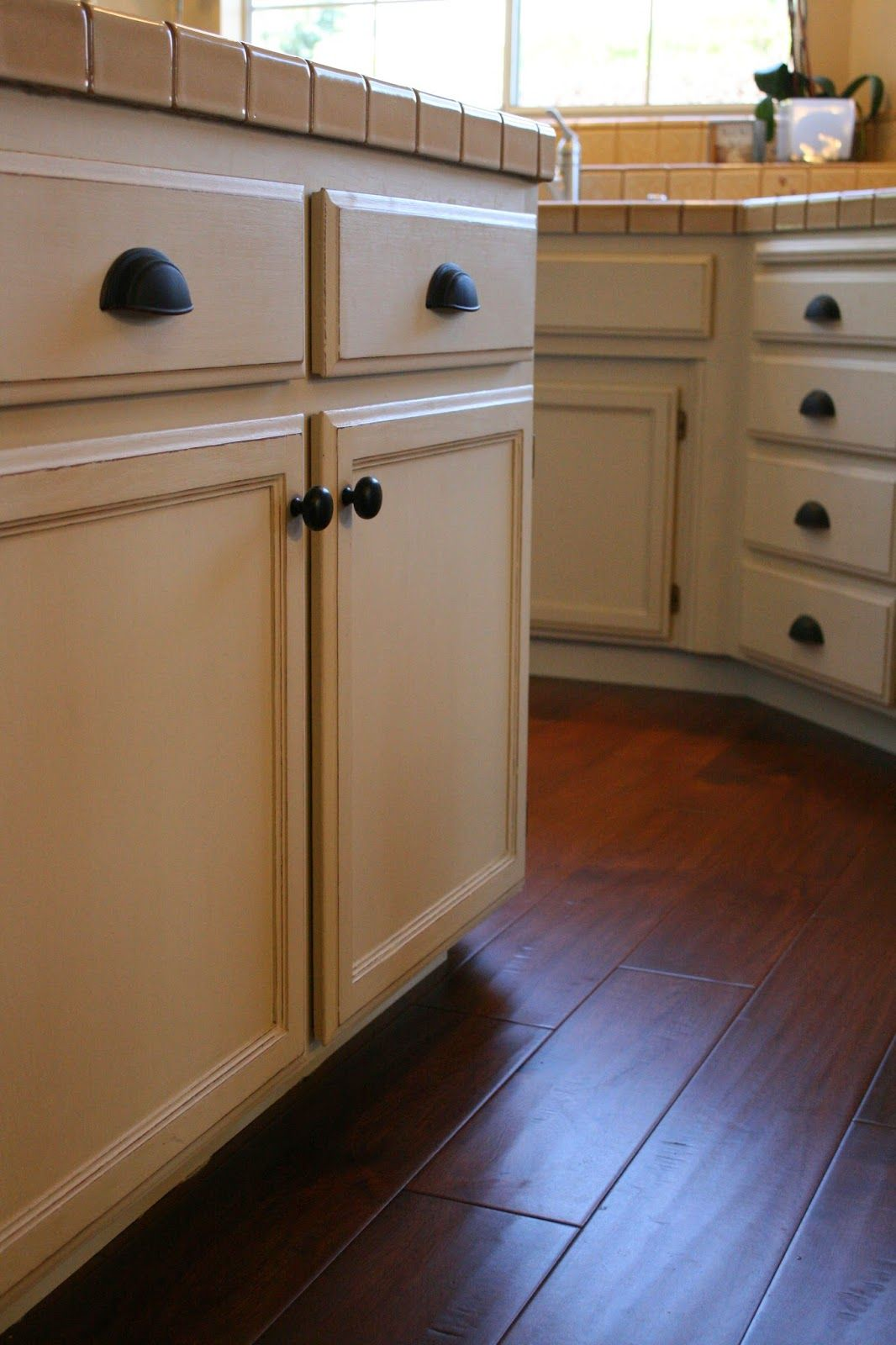 Reloved Rubbish Chalk Paint Transformation On Oak Kitchen Cabinets Old Ochre Color Redo Kitchen Cabinets Oak Cabinets Kitchen Cabinets