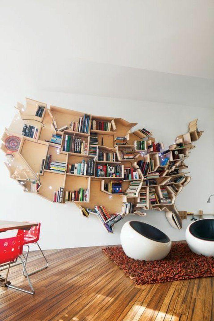 Regal Selber Bauen Regalsystem Viele Bücher Sessel Tisch Rote Stühle Boden  Aus Holz Teppich