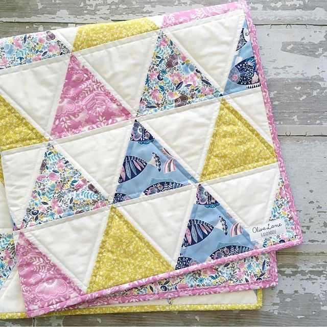 We must adore this freshly vibrant quilt from @olivelanehandmade featuring our zesty Riviera fabrics! #rivierafabric #hawthornethreads