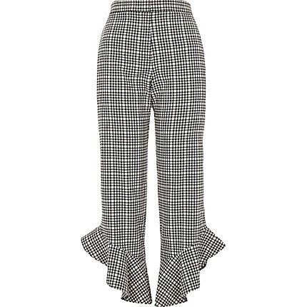 Black gingham frill hem cropped trousers € 55,00