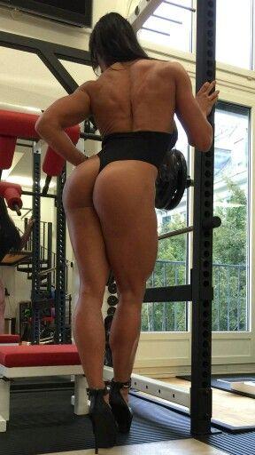#CindyLandolt aus der #Schweiz! Für so viele #Muskeln hat die #Bodybuilderin lange trainieren müssen! Lustiger Artikel für #Männer, der erklärt, wie man seine Frau dazu kriegt, ins #Gym zu gehen: http://bit.ly/1KTXxer :)
