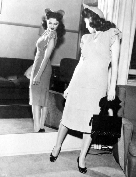 The Female Tendency And The 40 S Look: Vintage Outfits, Vintage Dresses