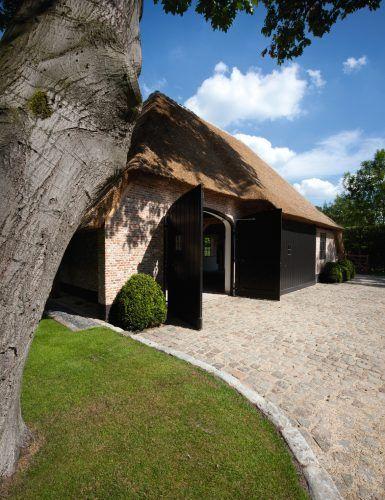 Luxe villa met rieten dak   Belgian style   Pinterest   Façades and ...