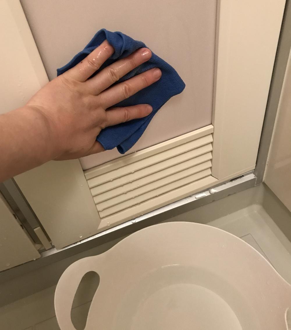 天井 壁 ドアの汚れの特徴は 1 掃除 家事 風呂 カビ 掃除