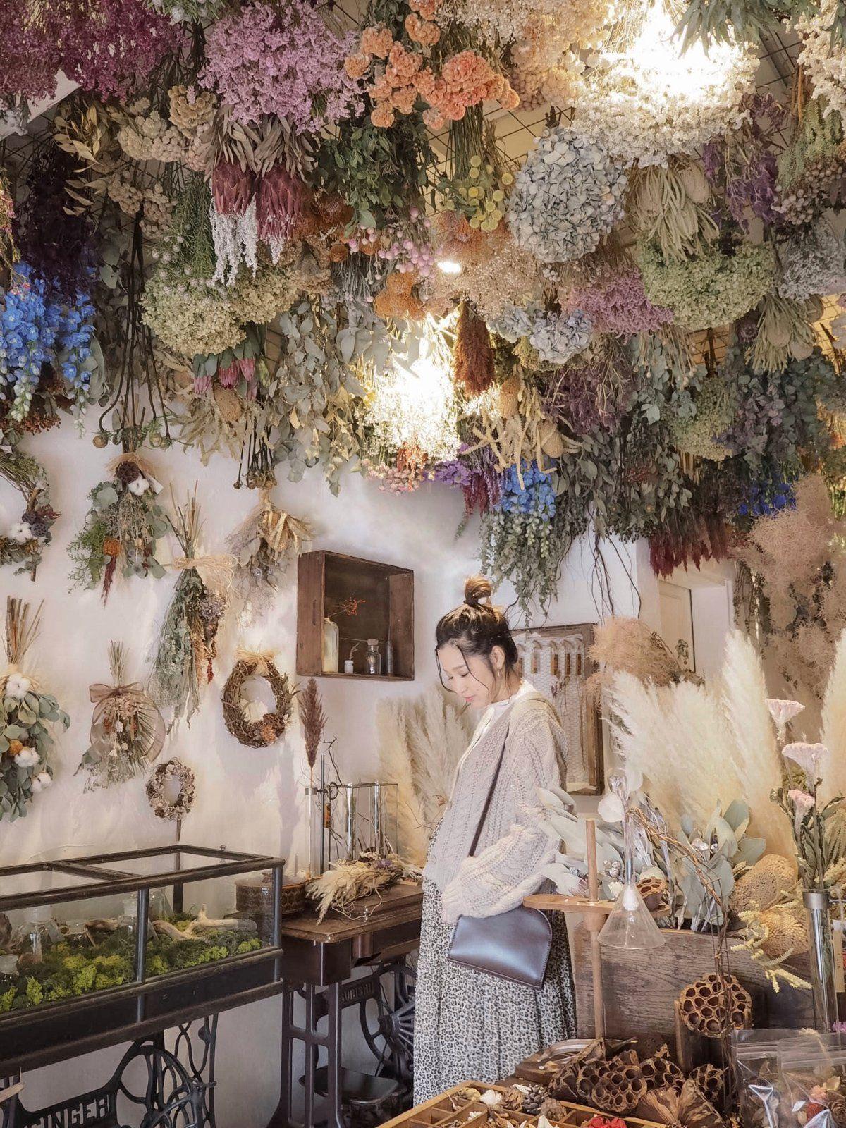 Cachette 北白川店/花に囲まれた空間でお茶を楽しめる隠れ家のようなカフェ