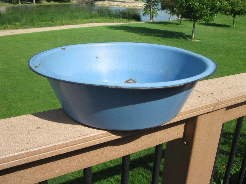 Vintage porcelain enamel bowl- EXTRA LARGE 15 /12\