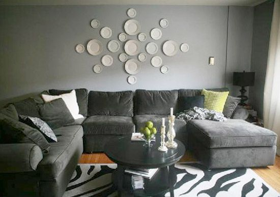 Best 25 plate wall decor ideas on pinterest dining for How to decorate a bare living room wall