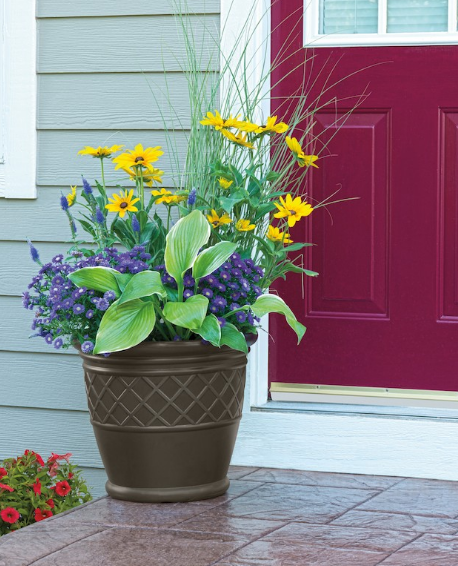 Show off your gardening skills anywhere in or around your home with this 4-pack of decorative planters from Suncast.