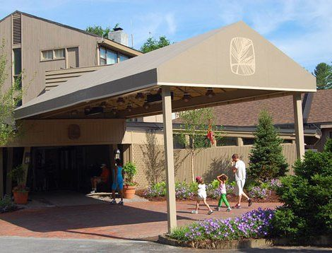 Commercial Awning, Entrance To Topnotch Resort. Stowe, Vermont.   Otter  Creek Awnings