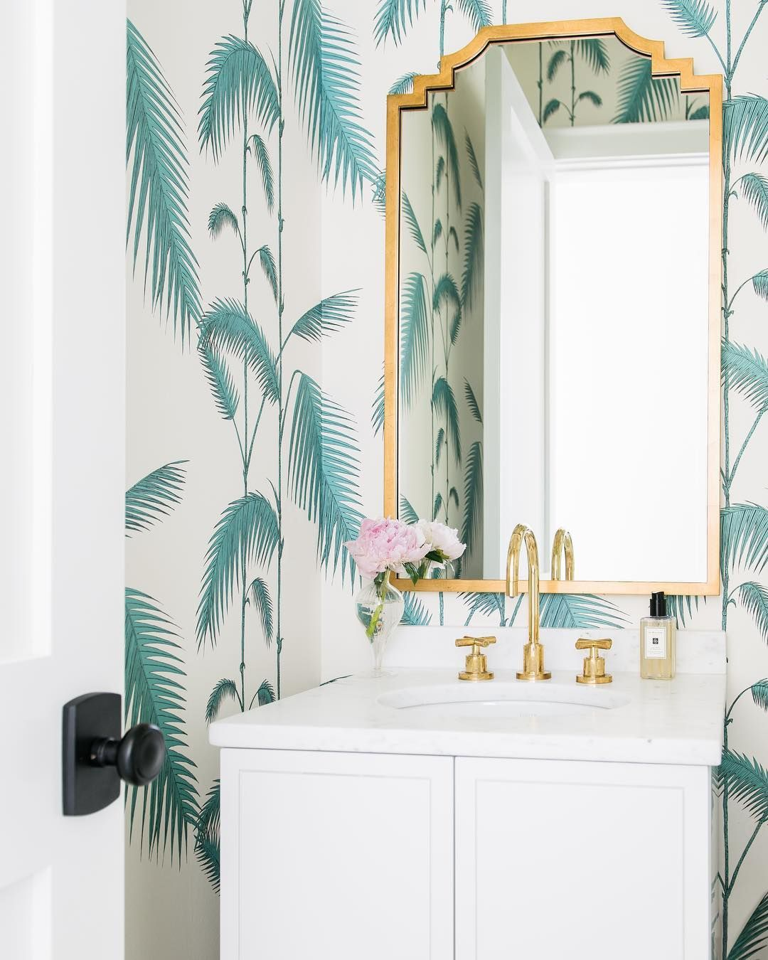 Palm Leaf Print Wallpaper In Beach Bathroom Design Love