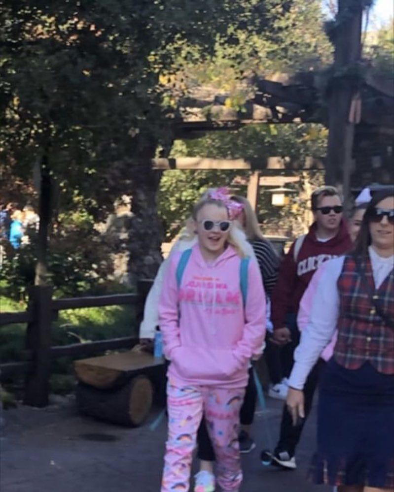 Jojo Siwa Was Seen In The Parks Today Thanks Hannah Bbrown For