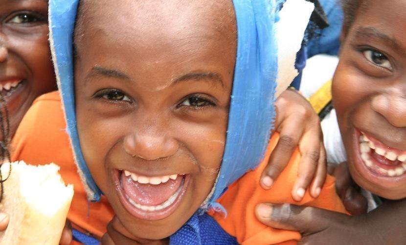Spaß in der  Schule in Guinea Bissau.   http://www.ora-international.de/patenschaft/guinea-bissau.html