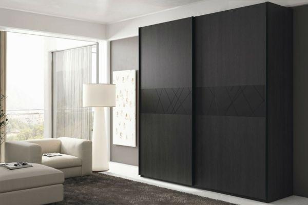 une armoire moderne en bois sombre decoree d ornements interessants