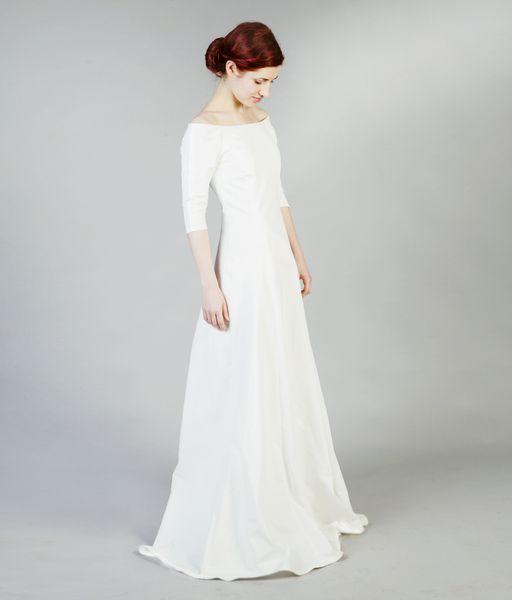 Carmen ist ein sehr elegantes und schlichtes Brautkleid.* *DETAILS ...