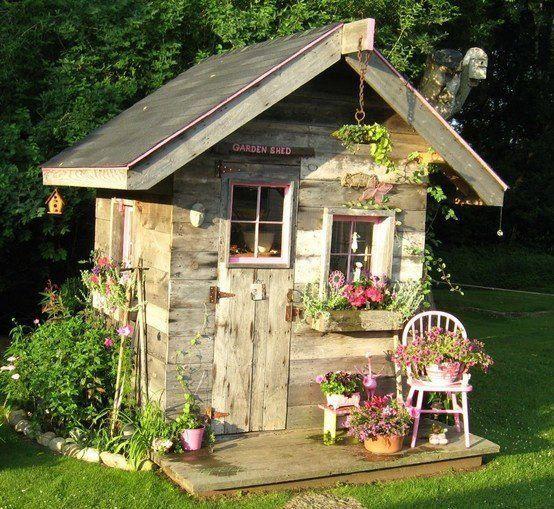 cutest shed ever Cottage garten, Rustikaler garten, Garten