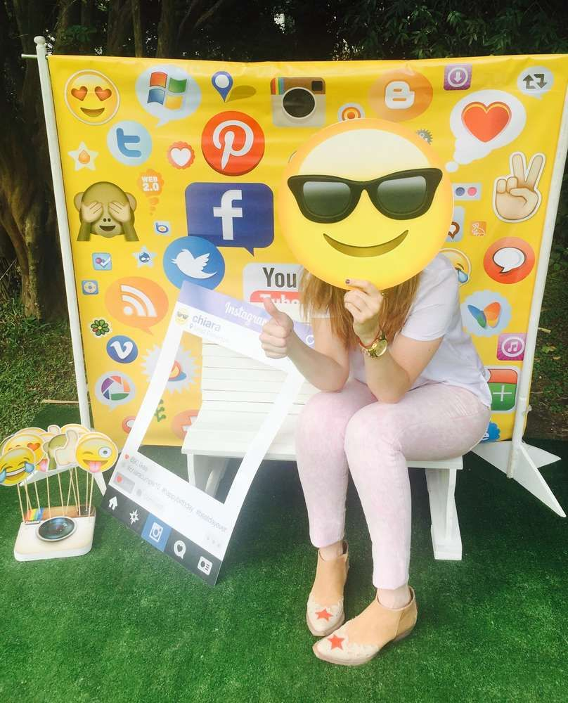 What Cool Photo Booth Props At This Emojis + Social