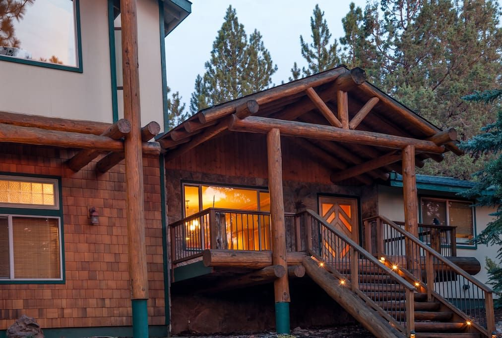 526 per night Bend Oregon Large log cabins, House