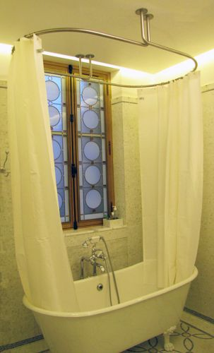 baignoire volevatch et dispositif de barre de rideau de douche galbotwins de galbobain rideau. Black Bedroom Furniture Sets. Home Design Ideas