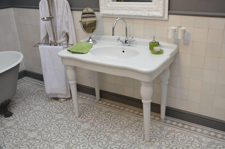 Klassieke wastafel op pootjes, perfect voor de klassieke badkamer ...