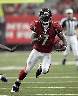 Michael Vick Quarterback For The Atlanta Falcons Atlanta Falcons Football Michael Vick Mike Vick