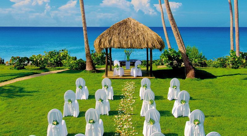 Set On One Of The Riviera Maya S Most Beautiful And Expansive Beaches Sandosplayacar Beach Resort Is Renowned For Its Social Vibe Awe Inspiri