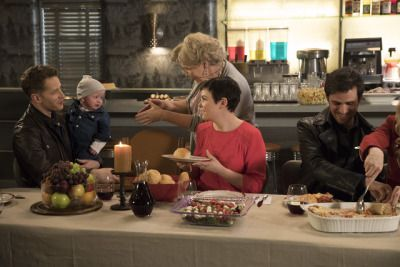 Snow and Charming in promo pics for 6x22 (with the rest of the cast).