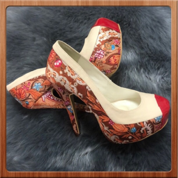 Liliana Shoes Liliana Heels Size 6 Color Brown Red Size 6 Heels Shoes Kitten Heels