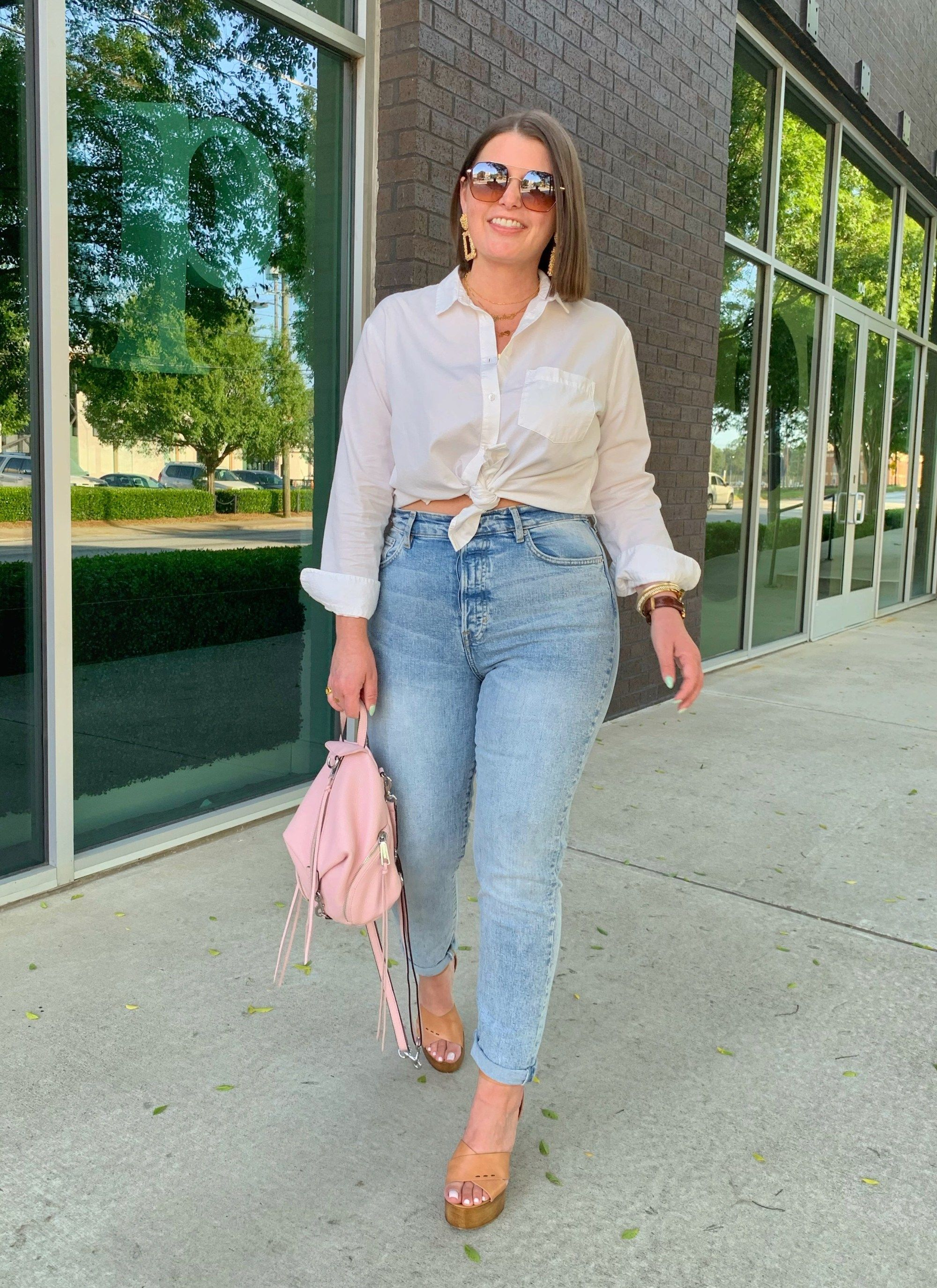 How to wear mom jeans with curves and not look frumpy