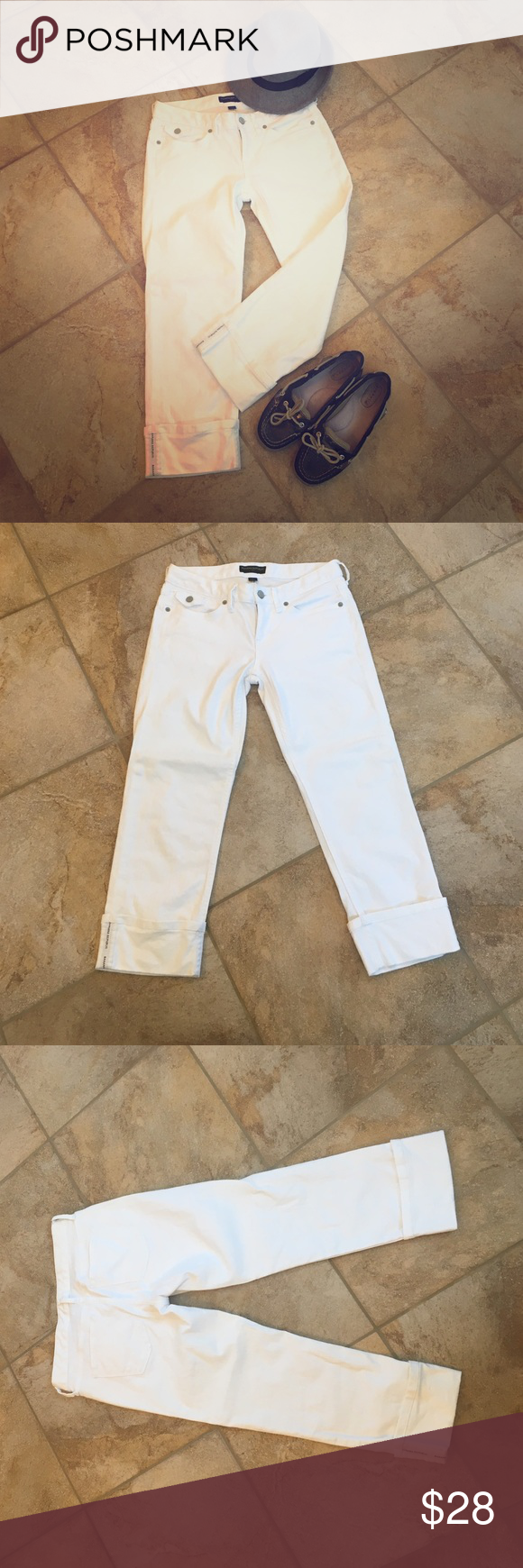 "Banana Republic cropped denim EEUC Banana Republic cropped denim. Only worn once or twice. White demon with a pre stitched 3"" cuff. Hits upper/mid calf. Very flattering fit, slimming. Size 26/2. Absolutely no visible wear or staining. Hand washed. Never dried. Waist is 14"". Inseam is 21"". Banana Republic Jeans Ankle & Cropped"