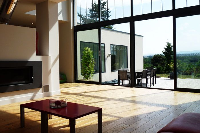 Séjour avec grande baie vitrée Maison-loft Pinterest Salons