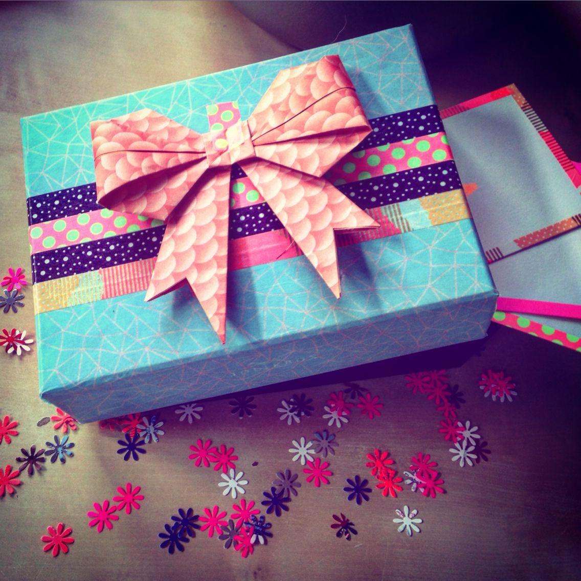 DIY - Emballage cadeau Recyclage de Birchbox Homemade gift with Birchbox #diy #homemade #recyclage #birchbox #recycle #cadeau #gift #maskingtape #origami