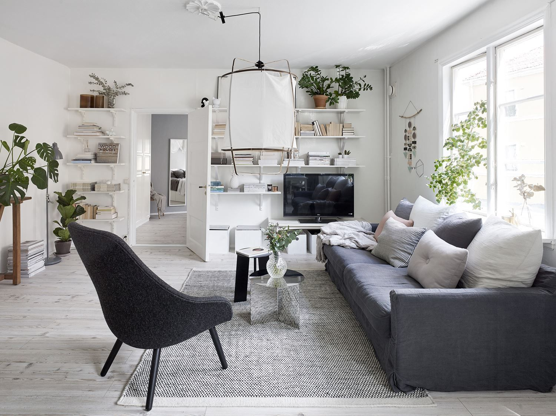 Scandinavisch Appartement Inspiratie : Een scandinavisch appartement met een romantische slaapkamer