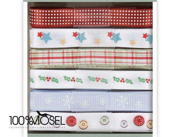 Tolles Bänder-Set von Papermania Christmas Kraft Notes: 1m Ribbon (6pcs)  Das Set enthält 6 verschiedene Bänder in 10 mm Breite.  Die Bänder sind mit Pünktchen- und Karomuster, Schneeflocken,...