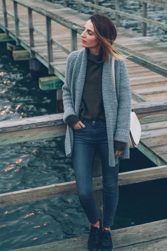 8b3c1c1ac Chunky knit cardigan with skinny jeans and sneakers on Jess Kirby ...