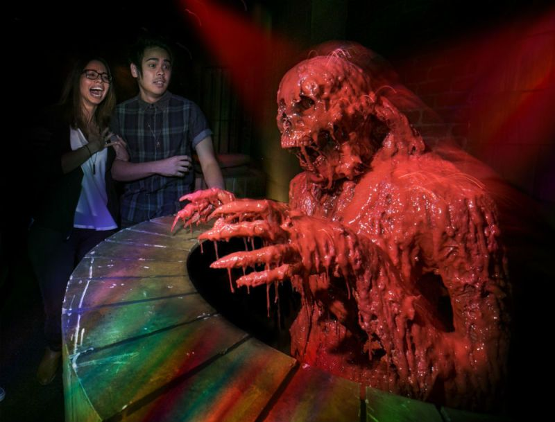 universals halloween horror nights is so much freaking fun its scary